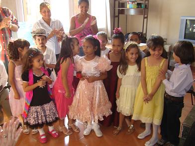 Niños de la escuela José Antonio saco homenajean el 24 de febrero.