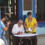 Miguel Díaz-Canel Bermúdez, el Comandante de la Revolución Guillermo García Frías y el Ministro de las Comunicaciones Maimir Mesa Ramos  participan en la cancelación de los sellos 500 Aniversarios de la Villa San Salvador Bayamo.