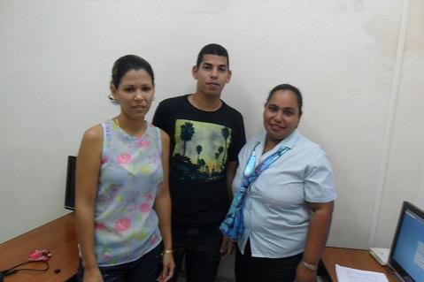 Los Joven Club en Manzanillo apoyan el proceso eleccionario.