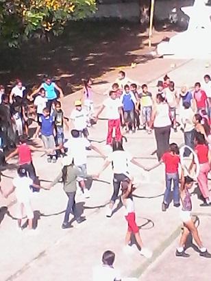 Respaldan trabajadores del Joven Club Manzanillo IV junto a la Escuela Primaria Orestes Gutiérrez el Día del Campesino Cubano.