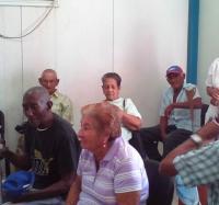 Los abuelos junto a los Joven Club de Río Cauto.