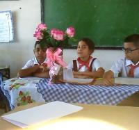 """Discusión de Trabajos Prácticos sobre la asignatura de """"Educación Cívica"""" en el Seminternado René Martínez Tamayo."""
