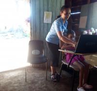 Atención a niña limitada físico-motora en localidad montañosa de Villa Blanca