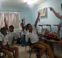 Intercambio entre el Joven Club Jiguaní III y estudiantes