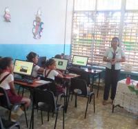 Joven Club  realizando actividades en las Escuelas de Buey arriba por el dia Internacional de la niñas en las TIC.