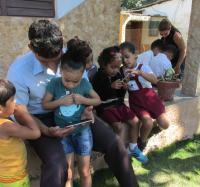 Trabajadores de Joven Club Bartolomé Masó 2 visitan escuela de la comunidad.