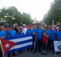 Participan trabajadores de los Joven Club en Jiguaní en el desfile por la Unidad, Compromiso y Victoria
