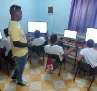 Comenzó en el Joven Club Campechuela 1 curso a niños de la enseñanza especial.