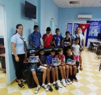 3 niños ganadores del Torneo de video-juegos