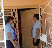Trabajadores del Joven Club Campechuela I en la Operación Puerta a Puerta