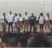 El colectivo de trabajadores del Joven Club Campechuela II felicita a estudiantes de la enseñanza media.