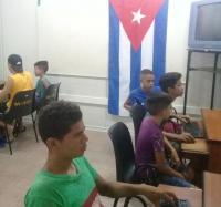 Se rinde tributo  a  La bandera de la estrella solitaria en el Joven Club Guisa 2