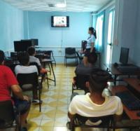 Proyección de un audiovisual en el Joven Club Campechuela 1 en homenaje al Comandante en Jefe Fidel Castro Ruz