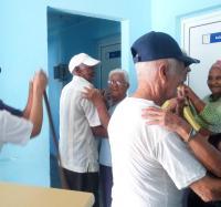 En Buey Arriba II bailan los adultos mayores
