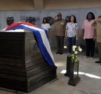 Rindió Raúl homenaje en Santa Ifigenia a los Héroes y Mártires de la Patria
