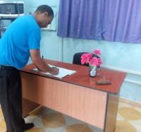 Los trabajadores de Joven Club en Campechuela firman por la liberación de Lula da Silva.
