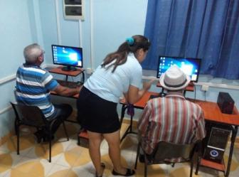 Curso de Sistema Operativo Windows a miembros del Geroclub - Joven Club Granma
