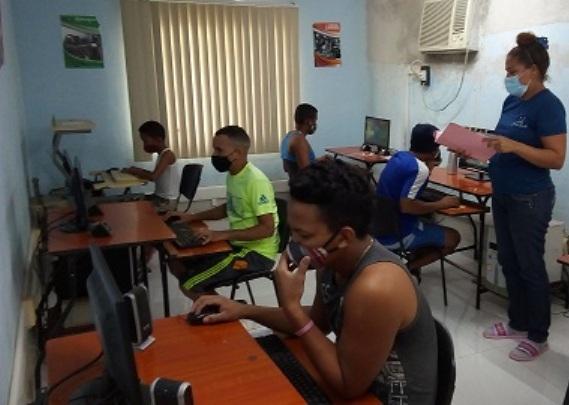 Realizan homenaje a Jesús Menéndezen el Joven Club Manzanillo IV