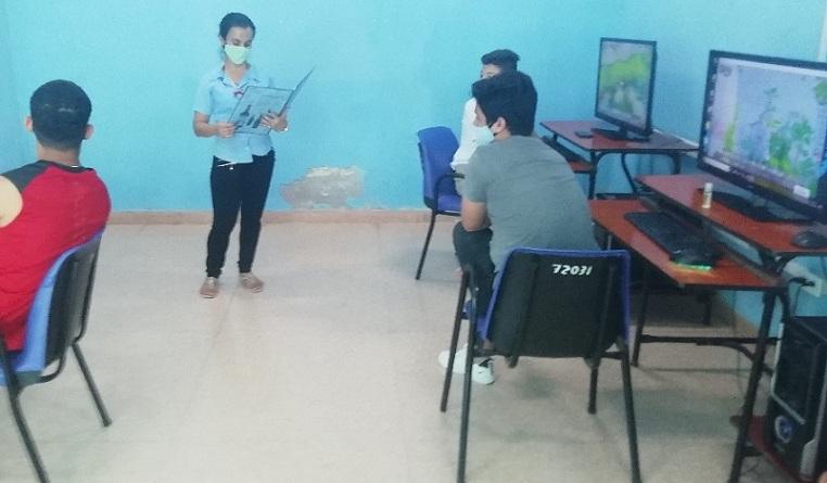 Mitin relámpago en Club de Computación Manzanillo I