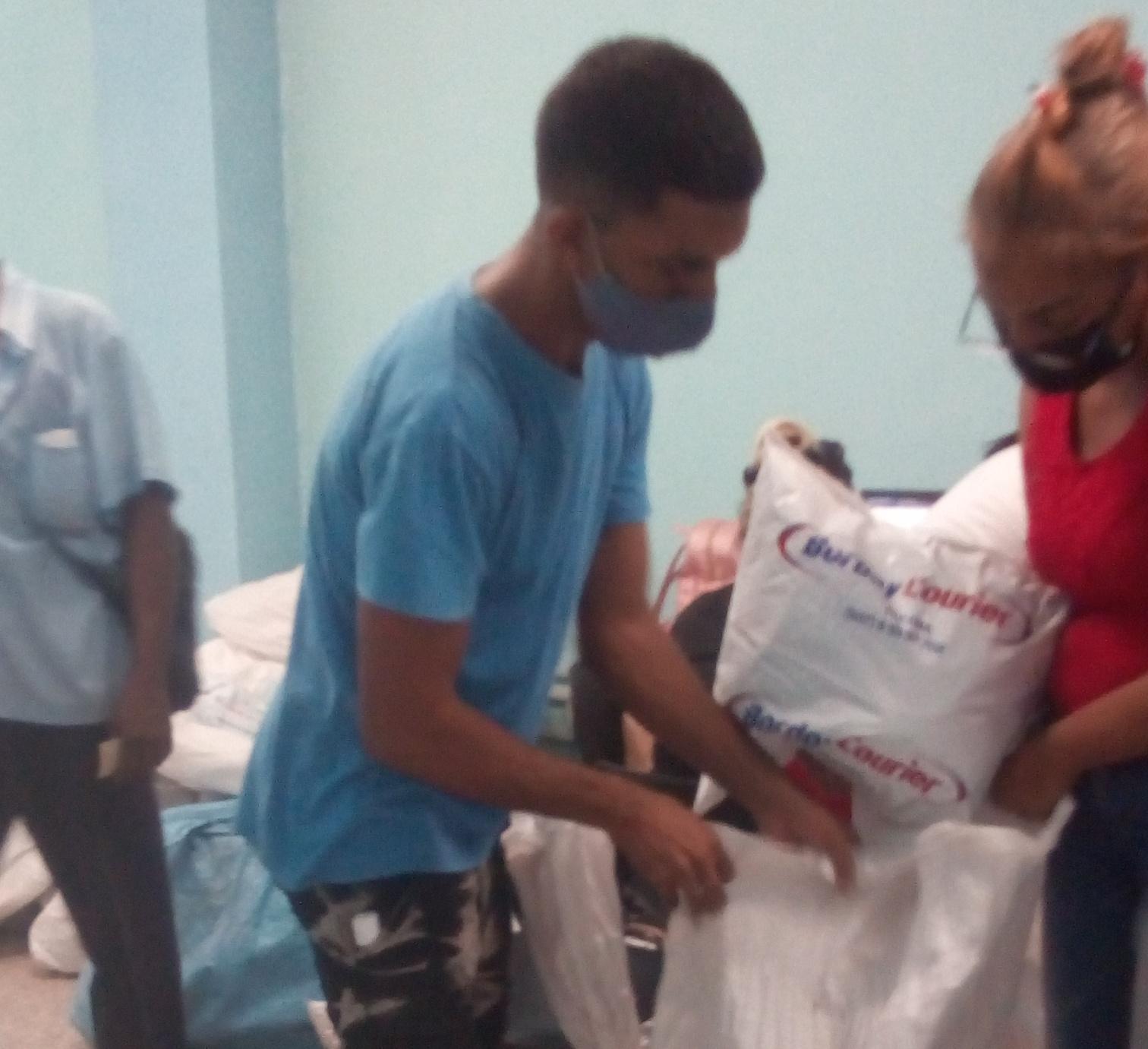 Instructores de los Joven Club en Manzanillo laboran junto a trabajadores de Correos de Cuba